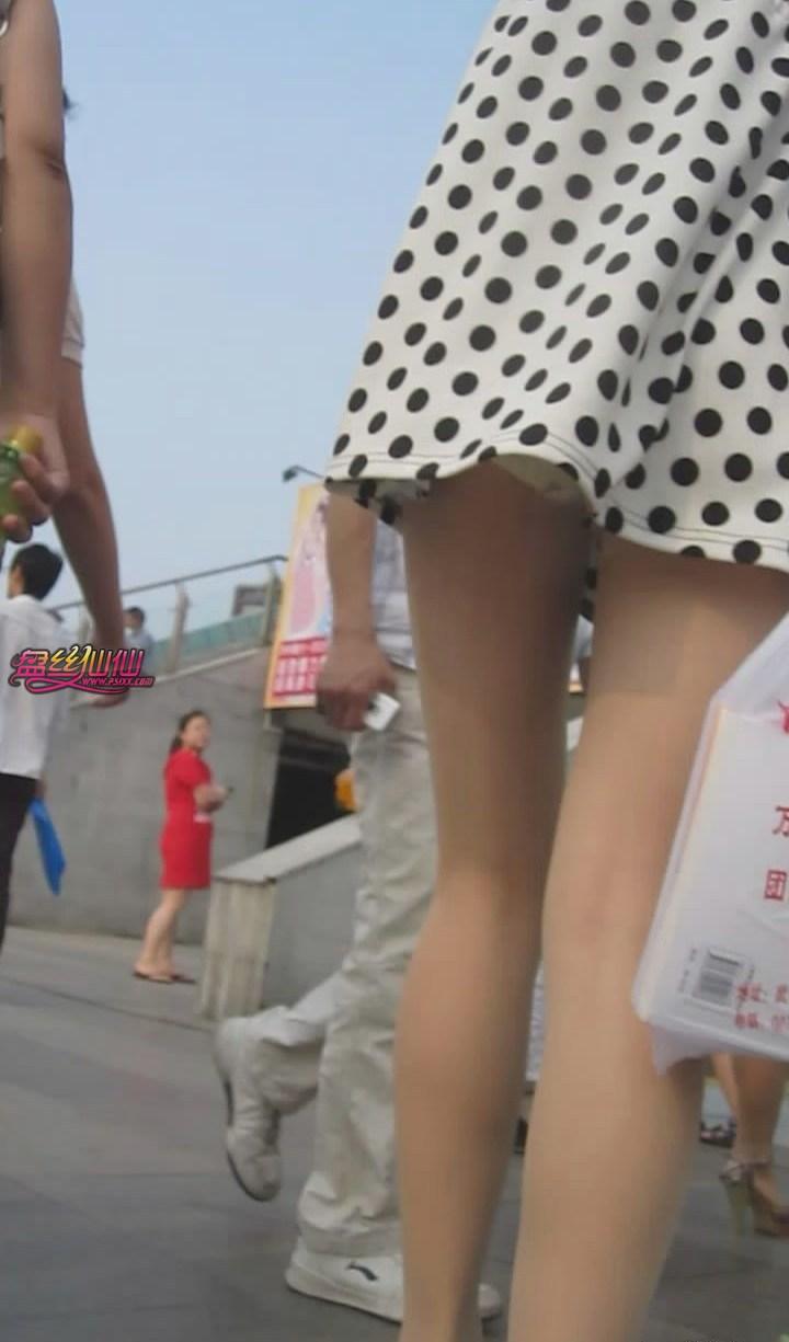高跟诱惑_抄底,好短的裙子_盘丝仙仙 - 美丝街拍视频网