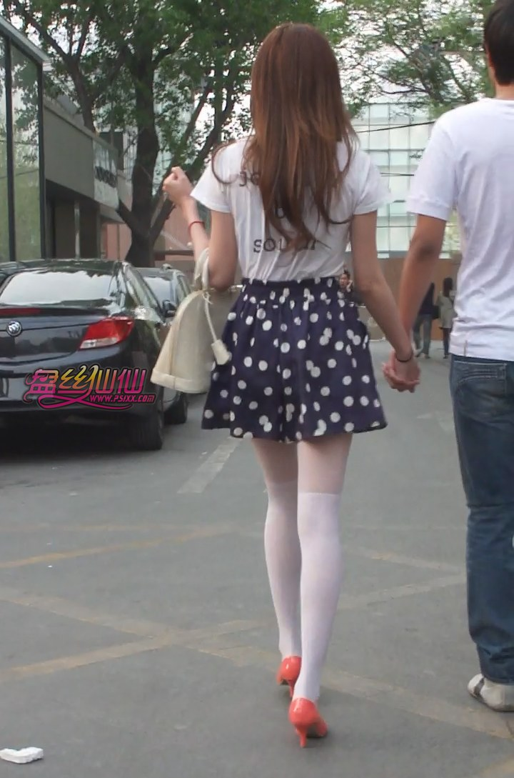 丝足鱼嘴高跟图_白丝袜粉红高跟性感MM,最后被她发现了_盘丝仙仙 - 美丝街拍视频网