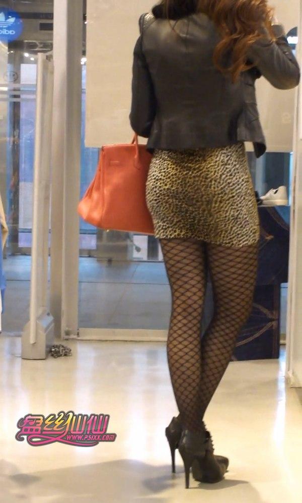 高跟尖头单鞋_16分钟跟拍烈焰红唇蛇纹美腿性感女人_盘丝仙仙 - 美丝街拍视频网
