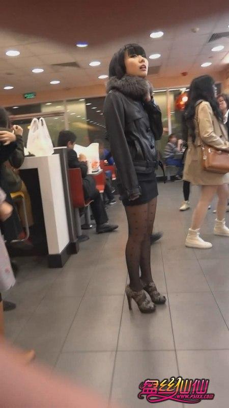 性感尖头高跟鞋美女_麦当劳里短裙豹纹高跟黑丝美女_盘丝仙仙 - 美丝街拍视频网