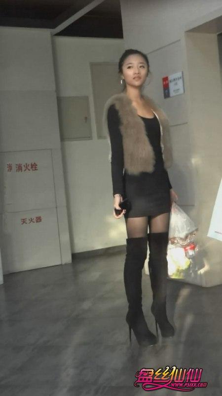 性感尖头高跟鞋美女_美媚穿着超细高跟长靴,实在太性感了_盘丝仙仙 - 美丝街拍视频网