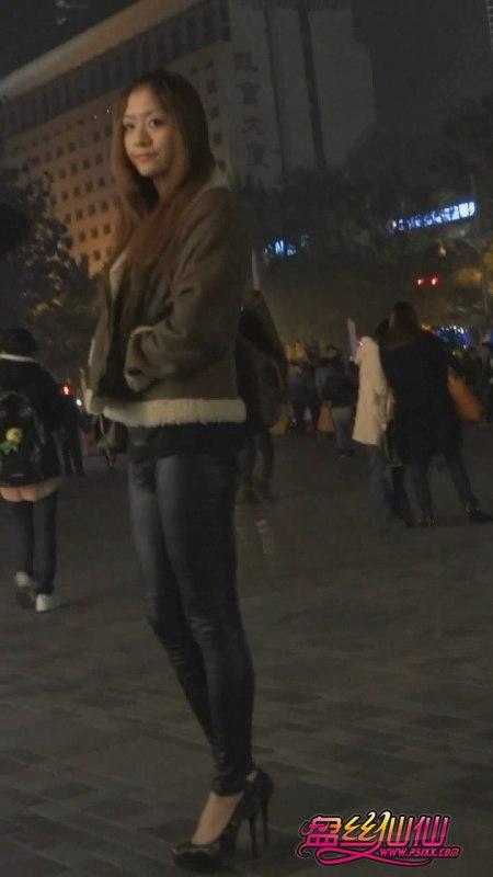 黑色尖头细跟高跟鞋_喜欢下蹲的美女,蕾丝超细高跟鞋_盘丝仙仙 - 美丝街拍视频网