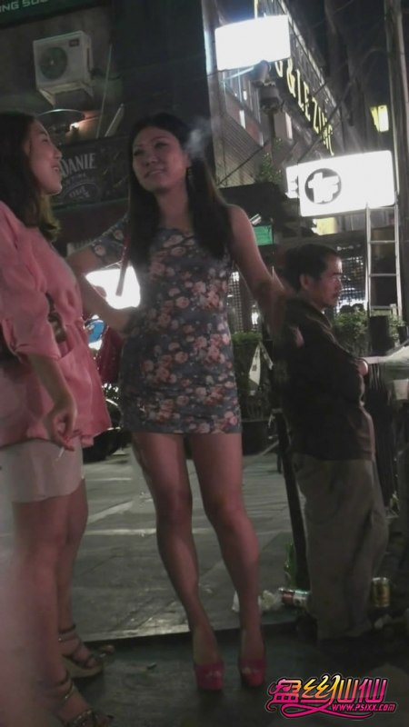 粉色包臀太勾魂了_粉红高跟碎花紧身包臀裙丰满熟女_盘丝仙仙 - 美丝街拍视频网
