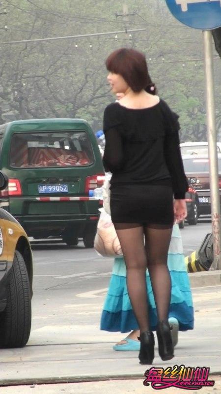 性感尖头高跟鞋美女_露袜根丰满翘臀黑丝高跟美女_盘丝仙仙 - 美丝街拍视频网